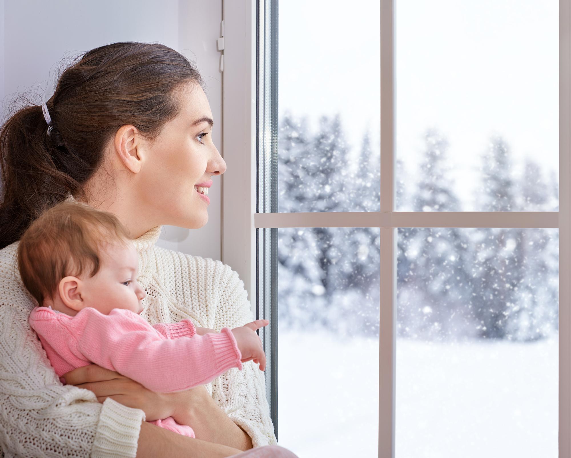 Grafika prezentująca niemowlę oraz jego mamę